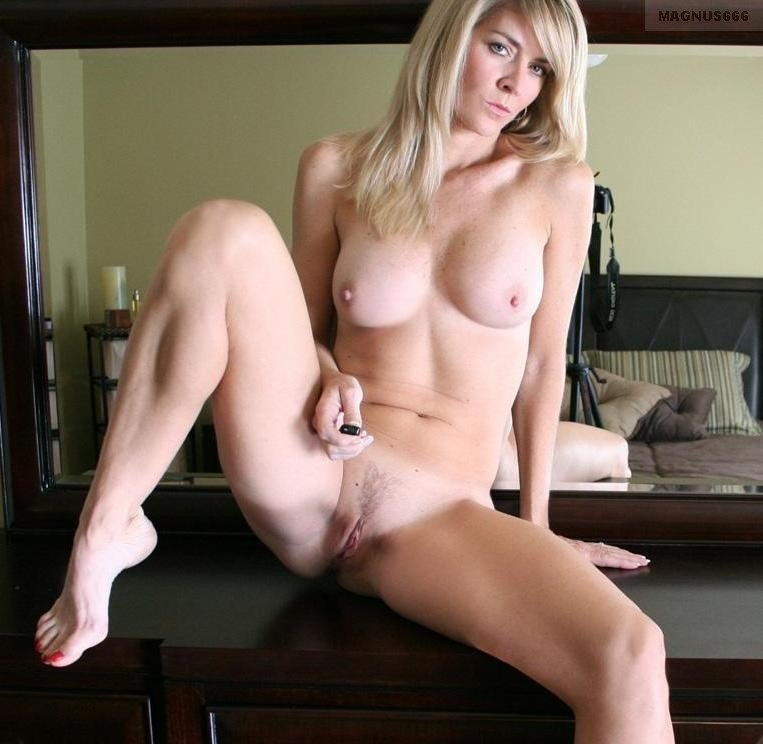 Hottest nude cam girls #8