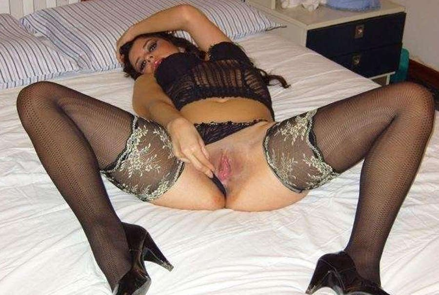 WIFE DRINKING CREAMPIE there