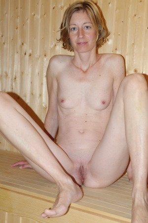 free mature spreading pics there