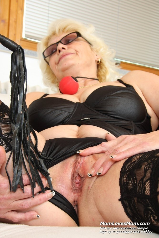 Licking chubby wifes pussy free mature pantyhose