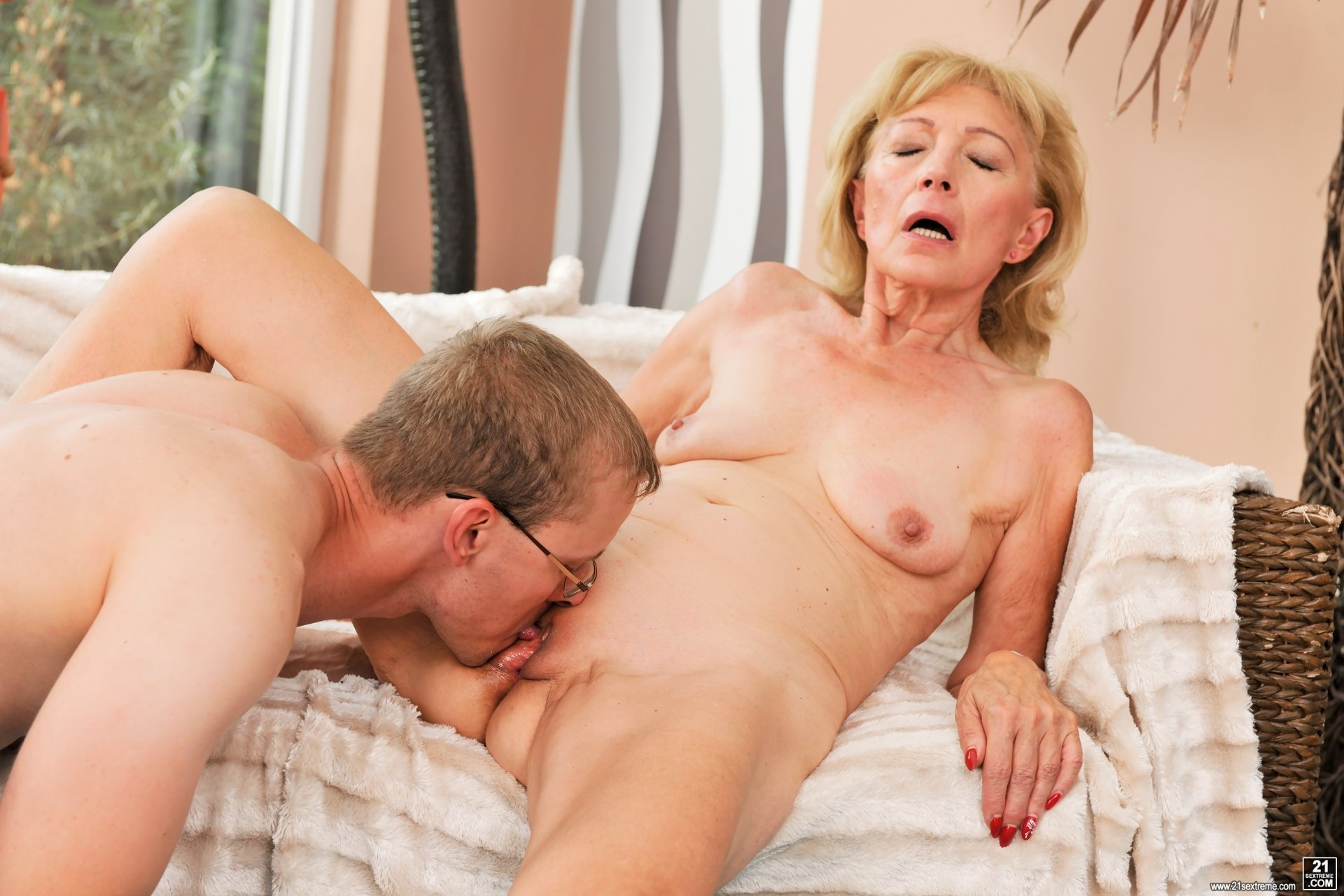 Wife does anything shes told big fat butt mom