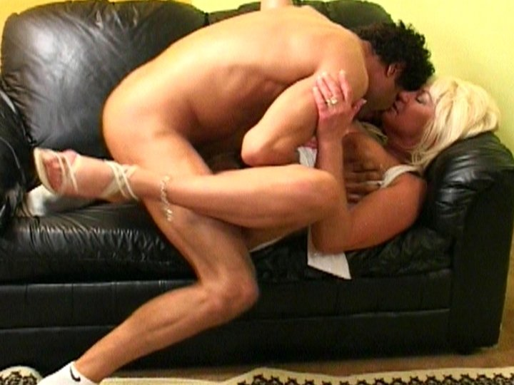 Chico espia a Freak chick anal