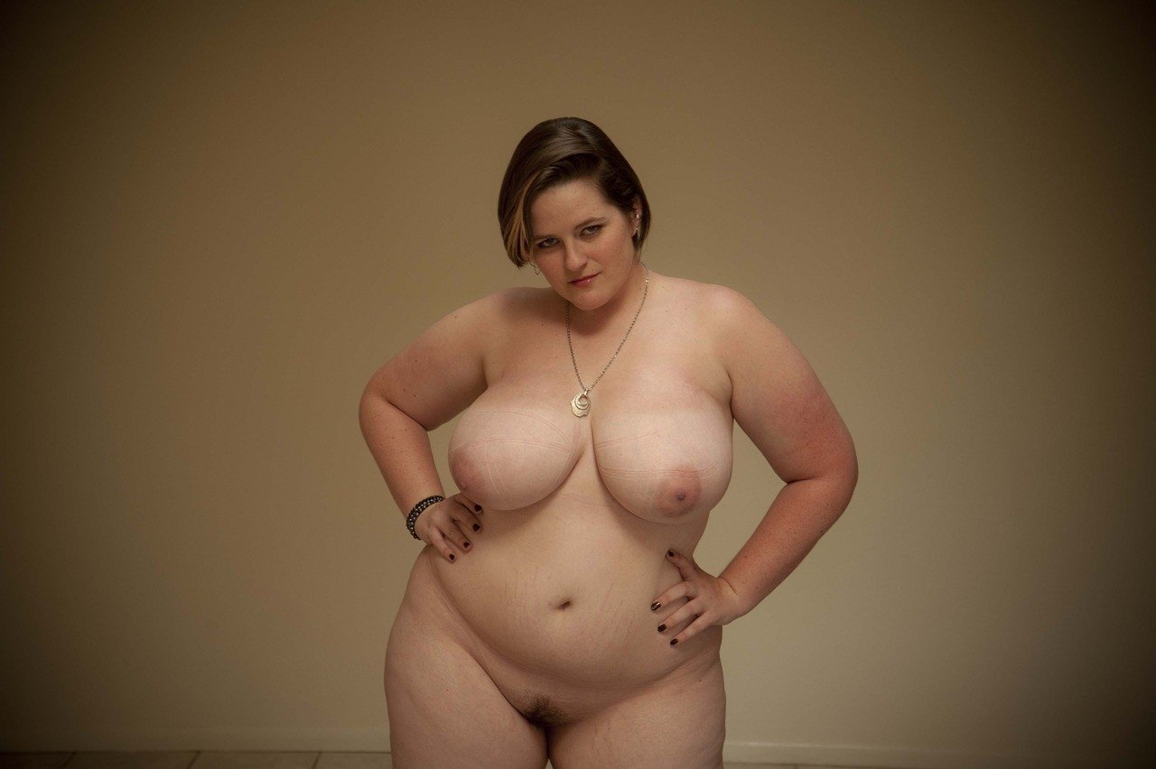 Chubby naked women photos, barly over nude pussy