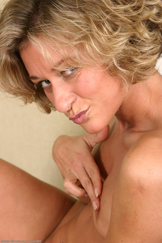 Inserting a strapless dildo Ex wife naked picture