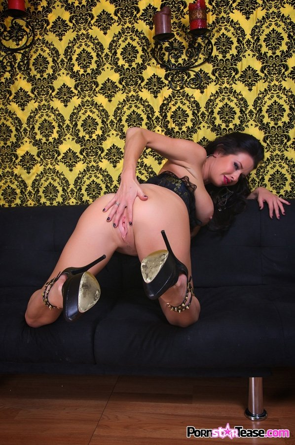 Sexy milf veronica avluv is know for her squirting vulva