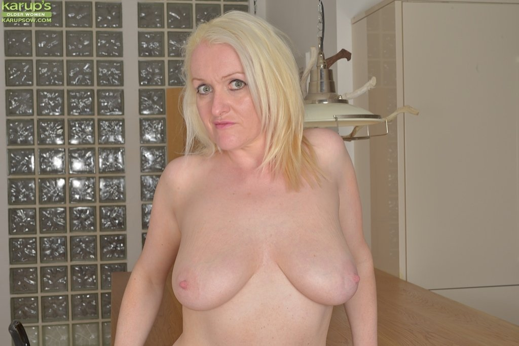 sexy mature ladies photos