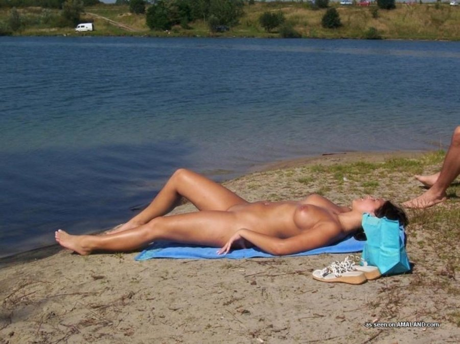 Amateur men beach pics