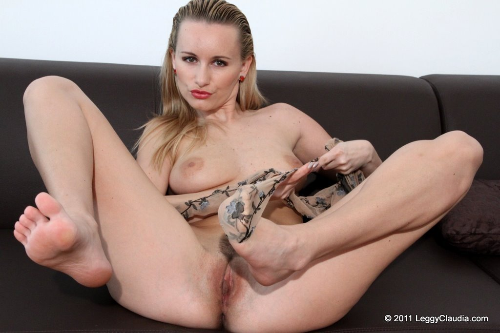 Monserrate reccomended Amateur mature sexy feet movie