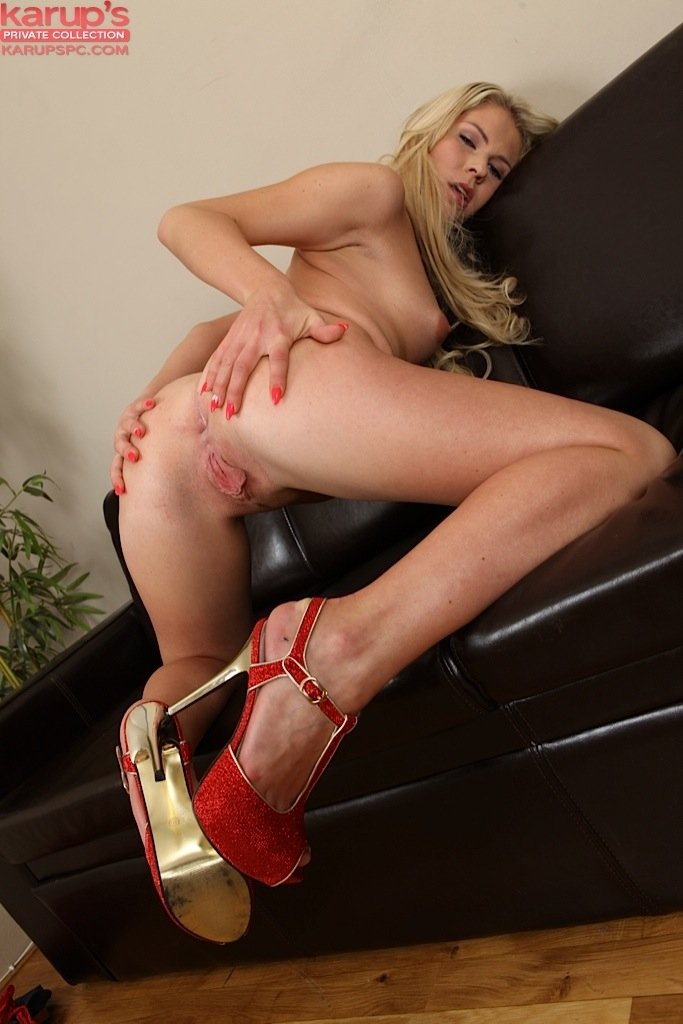 Ass Blonde Chair Heels Ivory Long Hair Solo Stockings Xxnx 1