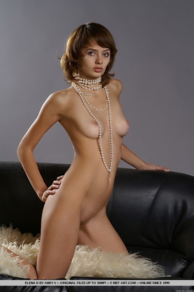Who is nicolle in sexy swingers
