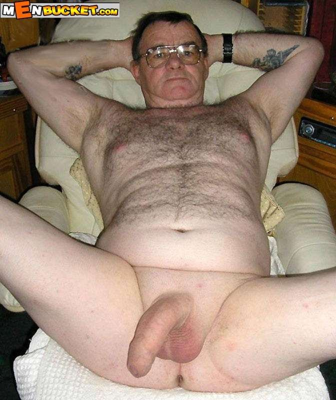 Hot French Straight Daddy Gives Good Action
