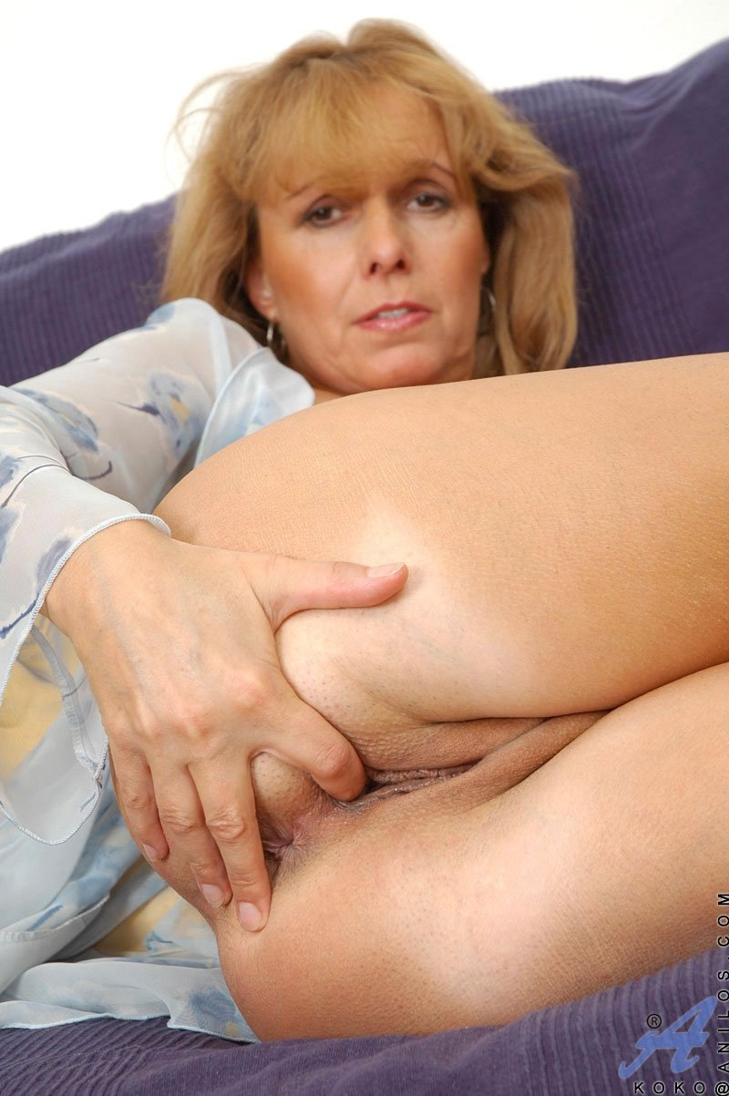 mature mom small tits add photo