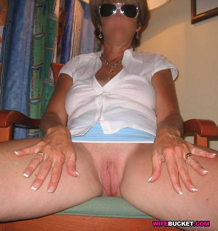 horny milfs and moms there