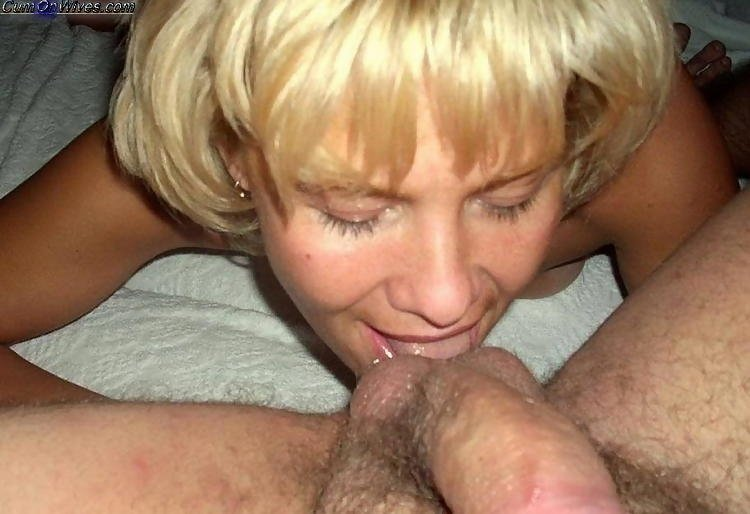 Zuluran    reccomend White milf sucking and licking a black cock 17