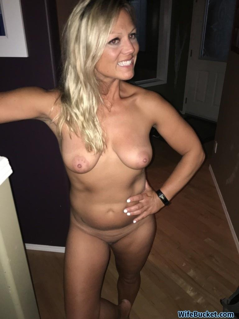Milf Slut Submitted Nude Selfies And Also Blowjobs-7126