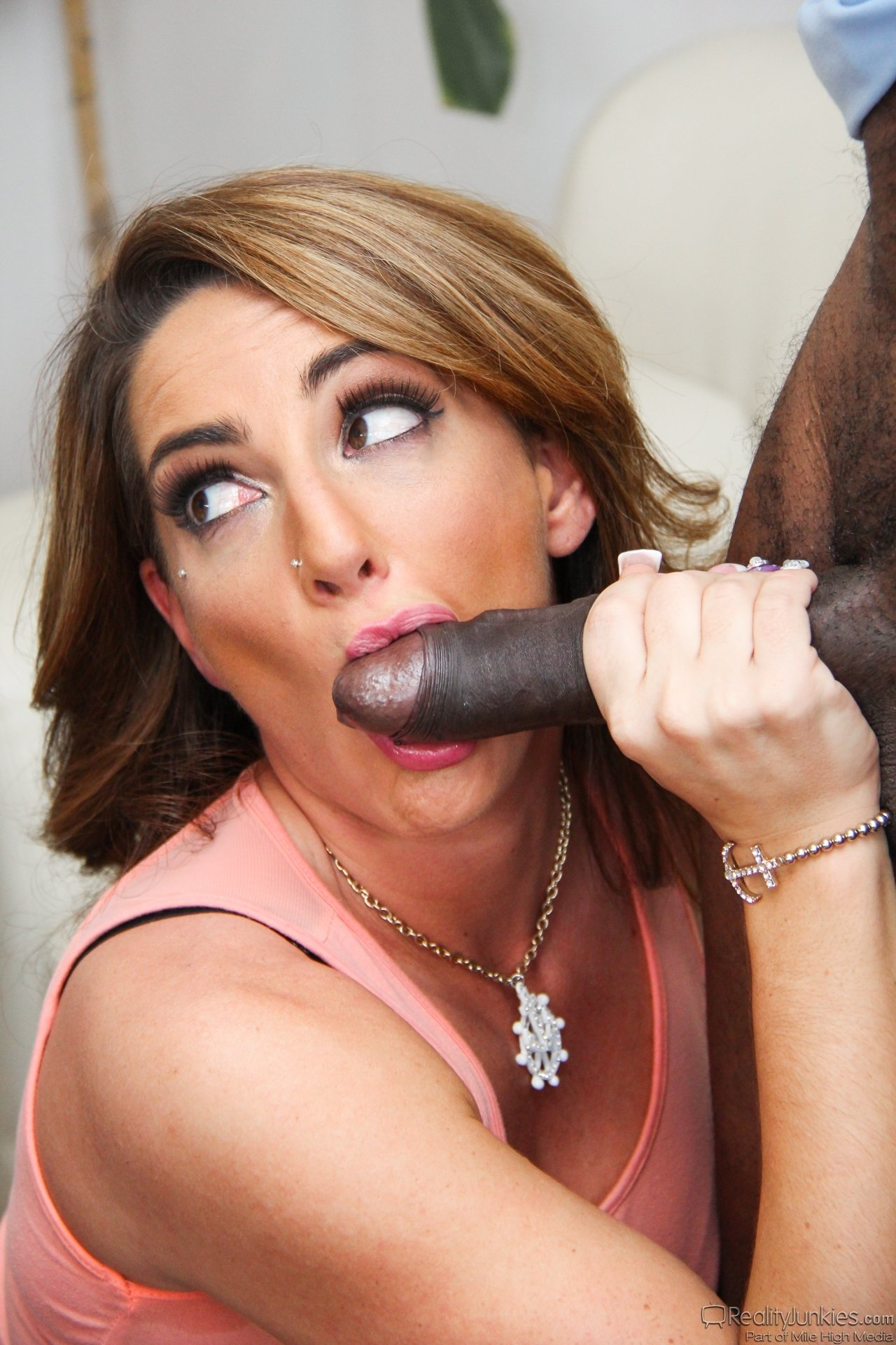 Taugal    reccomend latina with huge dildo