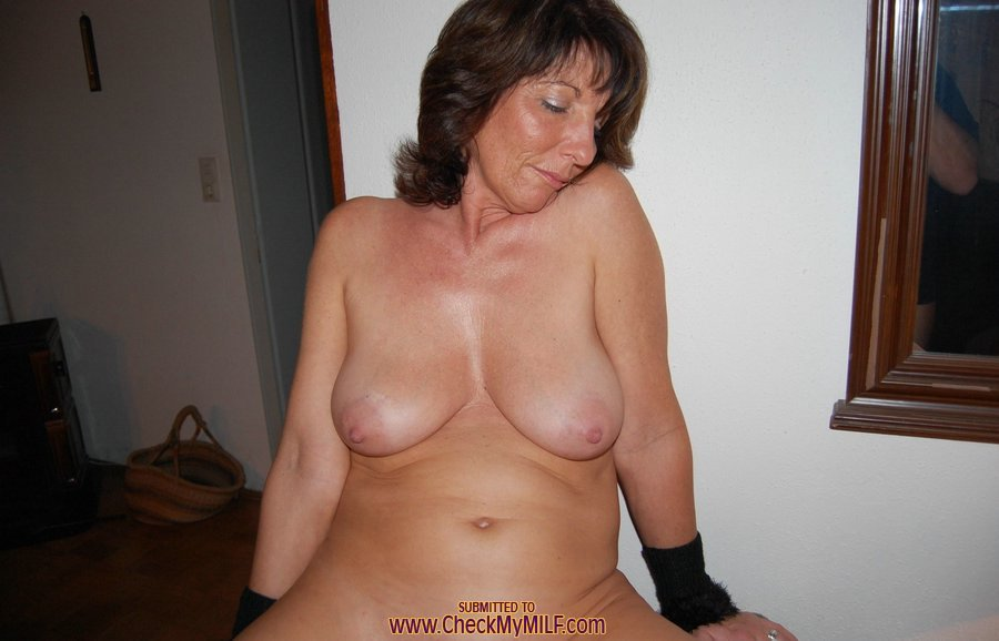 Nude mature natural tits