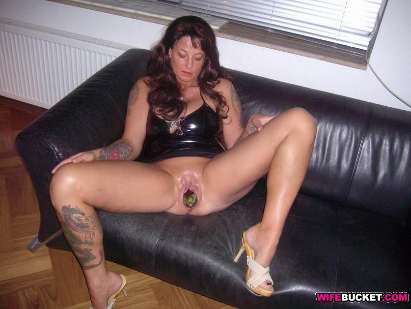 Wicked bald pussy offerings from a sexy beauty