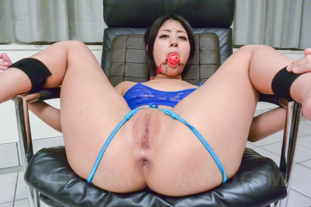 asian-pornstar-wet-blonde-housewife-gets