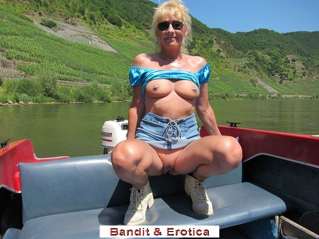 hot hot milf add photo