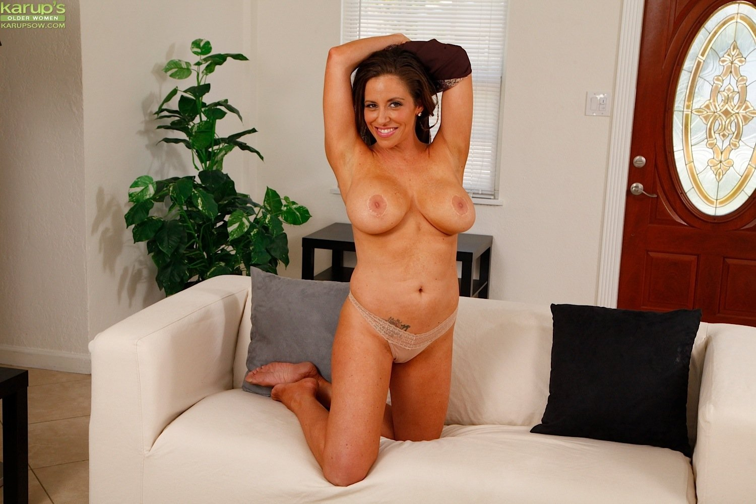 busty latina housewife sienna lopez masturbating.