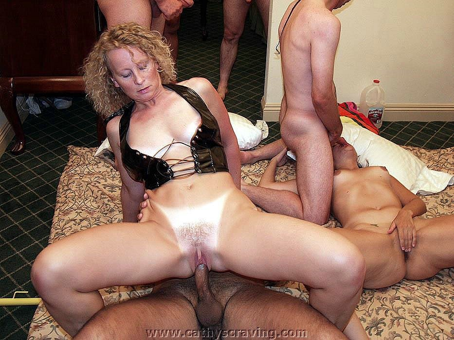 Older swinging couples and mature swingers