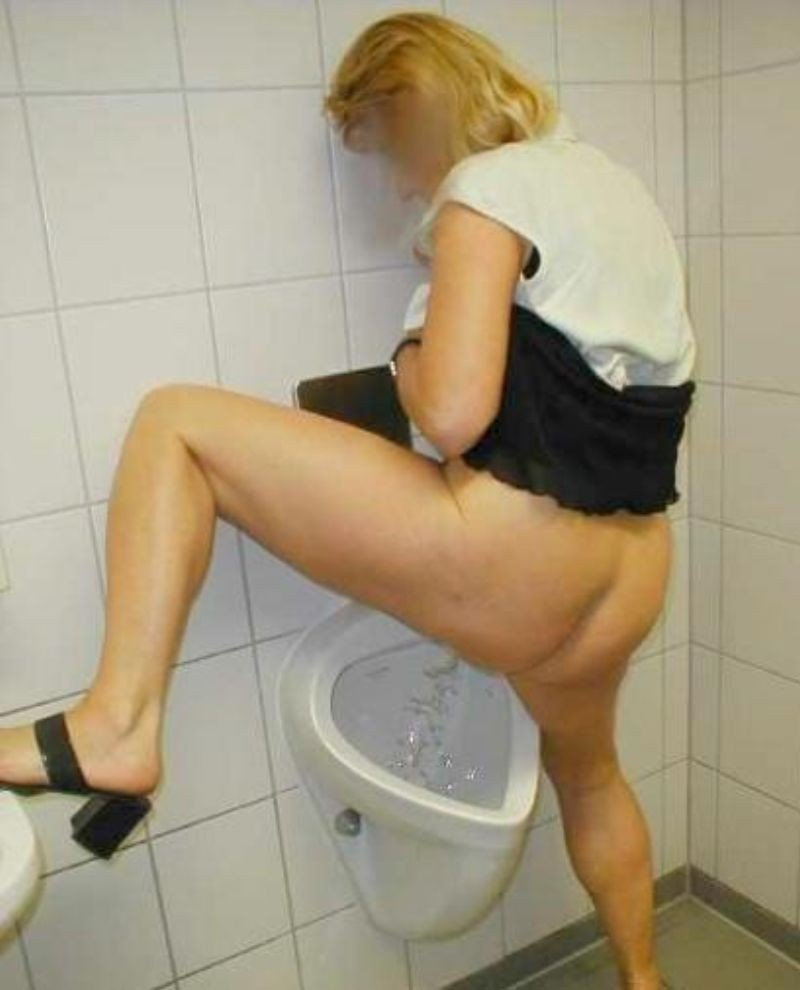 Mature pissing on the toilet