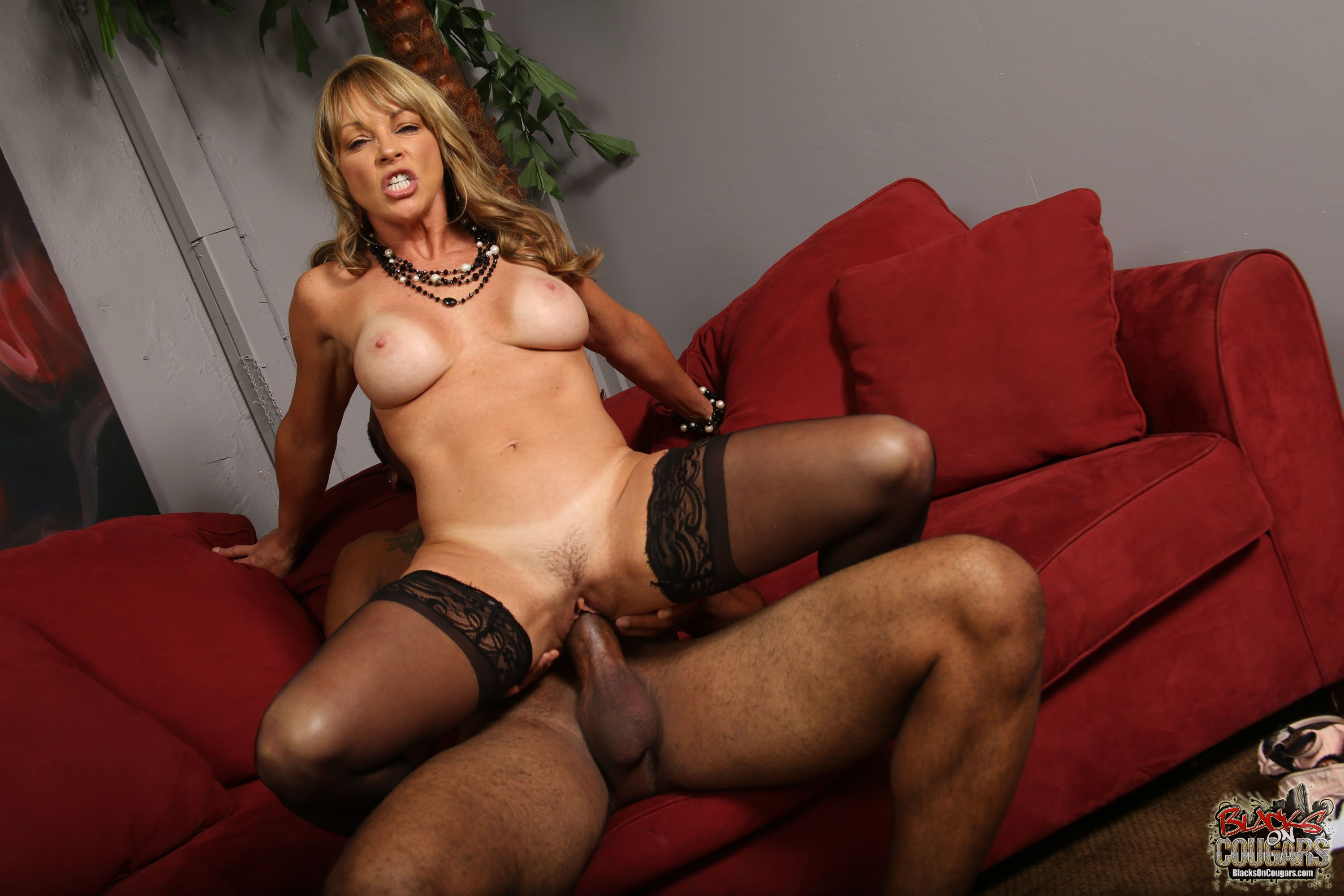 Cougar on top porn — pic 13