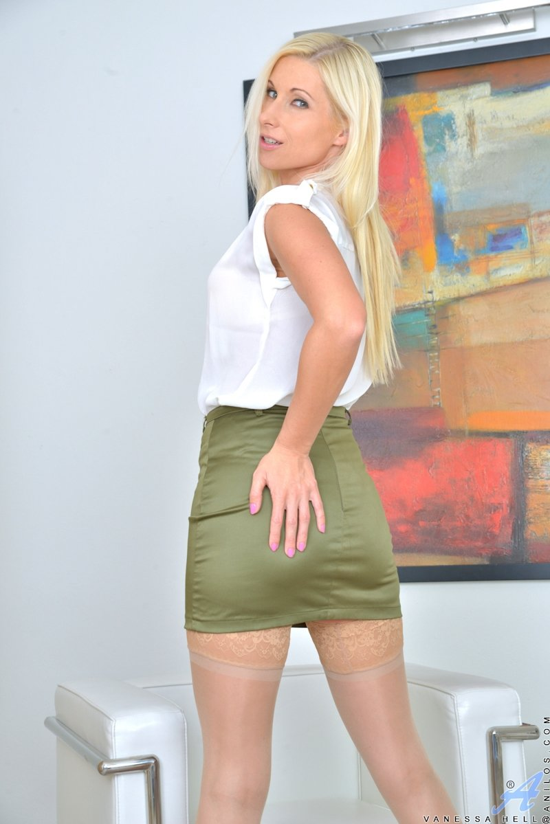 chubby blonde cougar