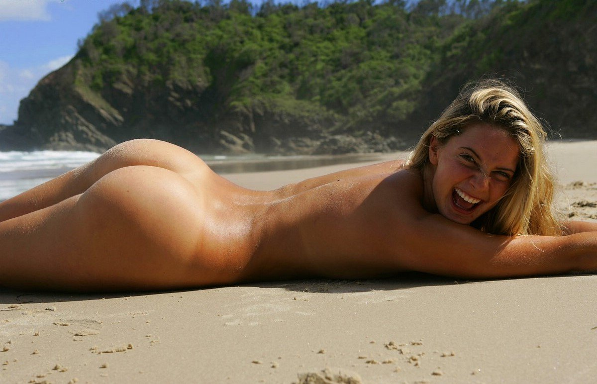 swallowing-hot-women-sunbathing-naked-wet-puzzy