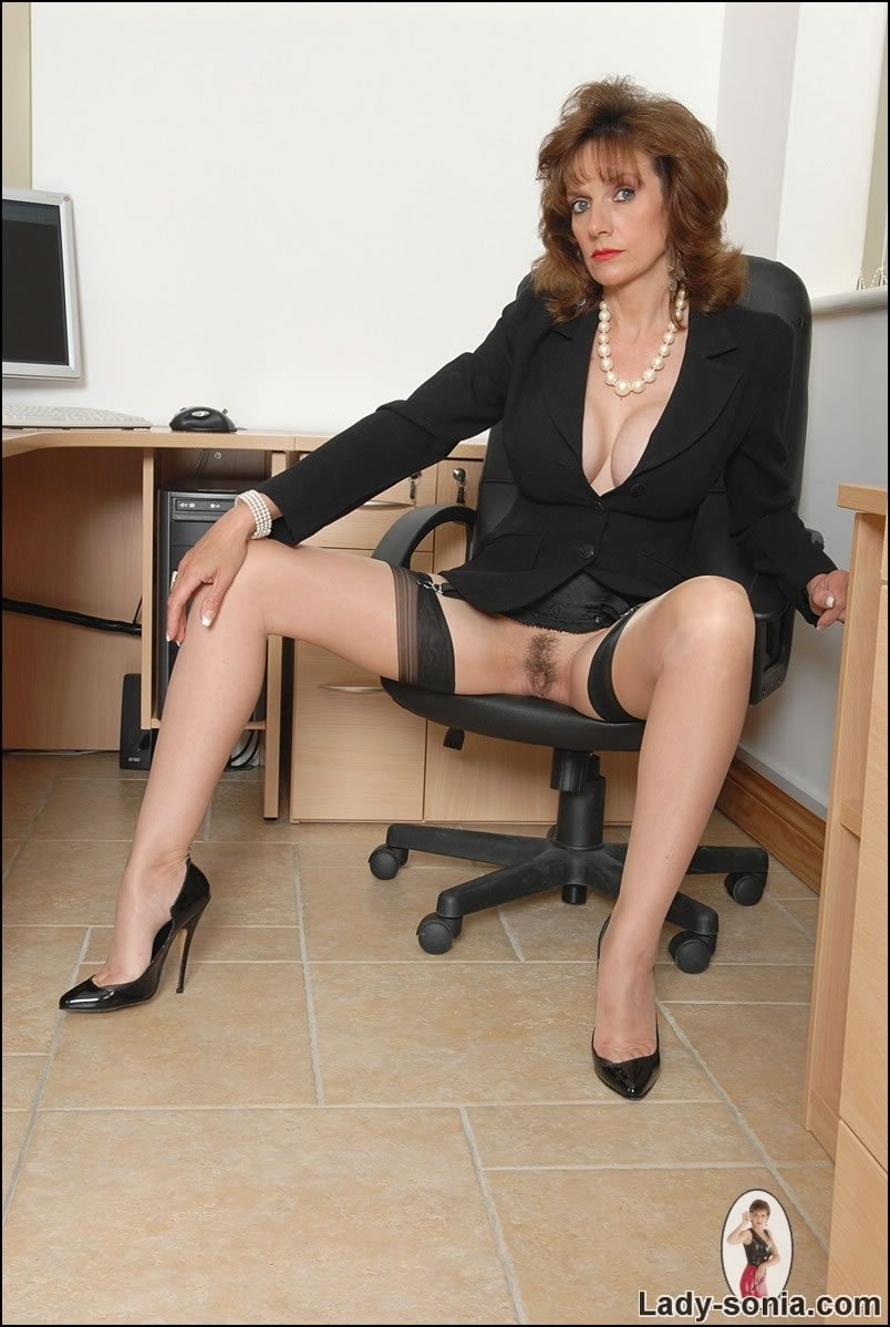 escort bw gefesselt in high heels