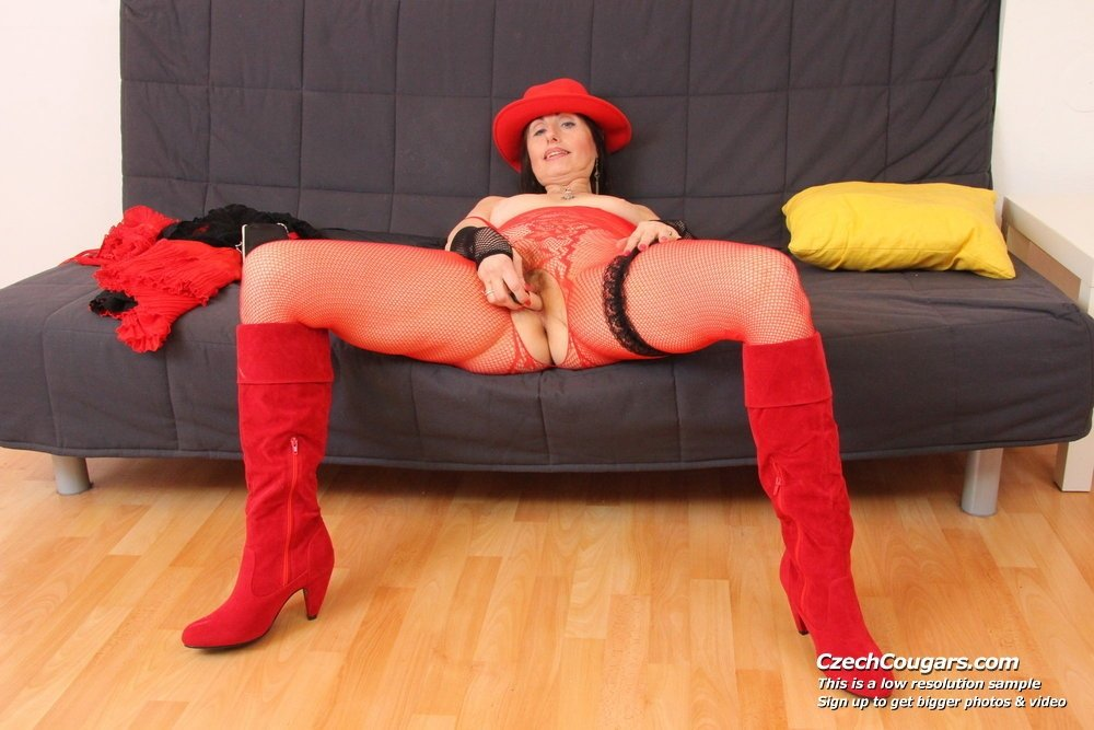 Scarlet raven webcam milf sex granny