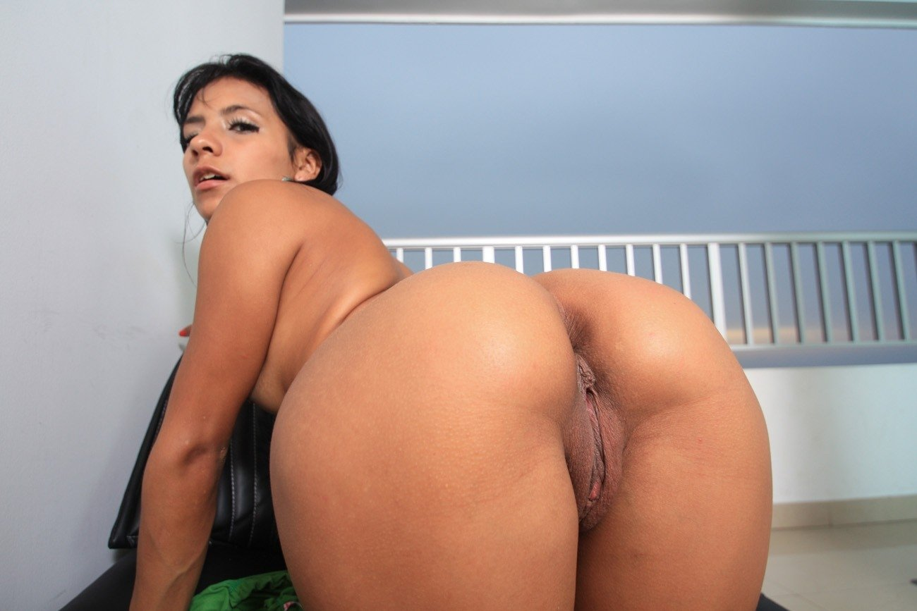 Big Natural Tits Latina Solo