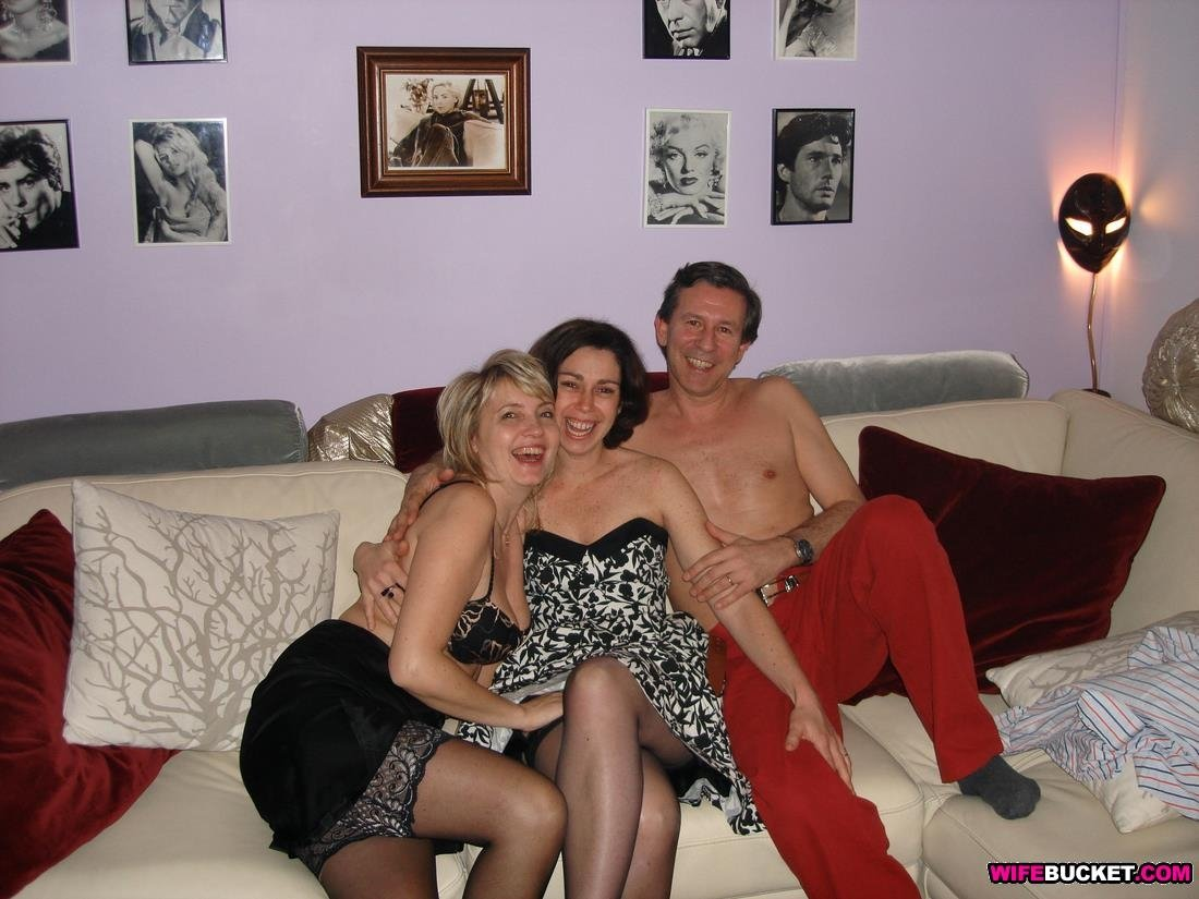 Pussy Amateur wife threesome love this