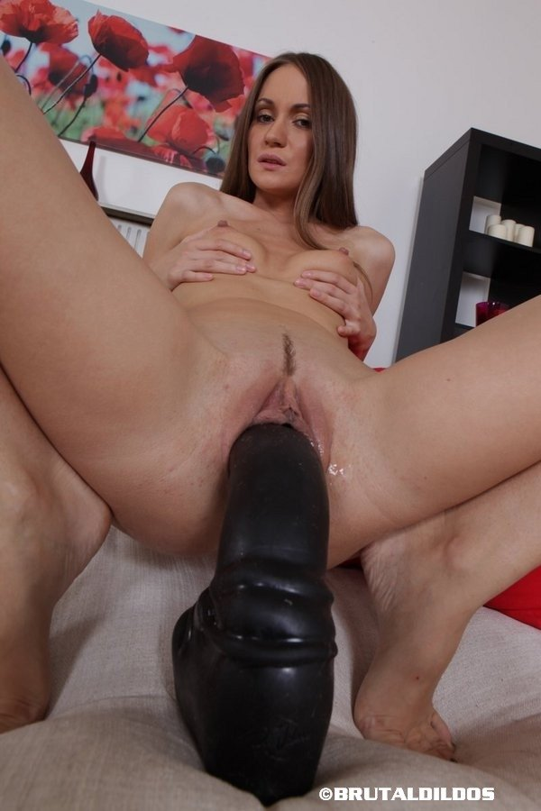 brutal-dildo-black-girl