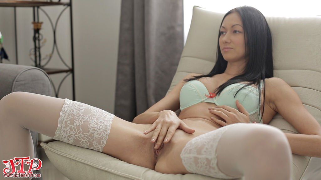 Luscious hottie gets her soft twat full of warm pee and ejaculates