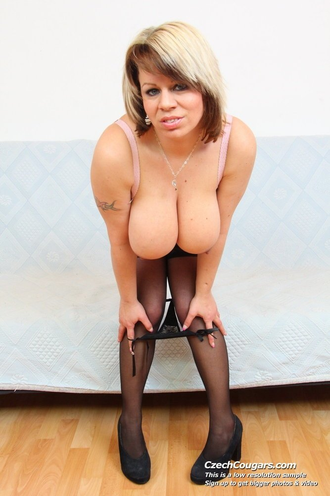 asian milf nude pics there