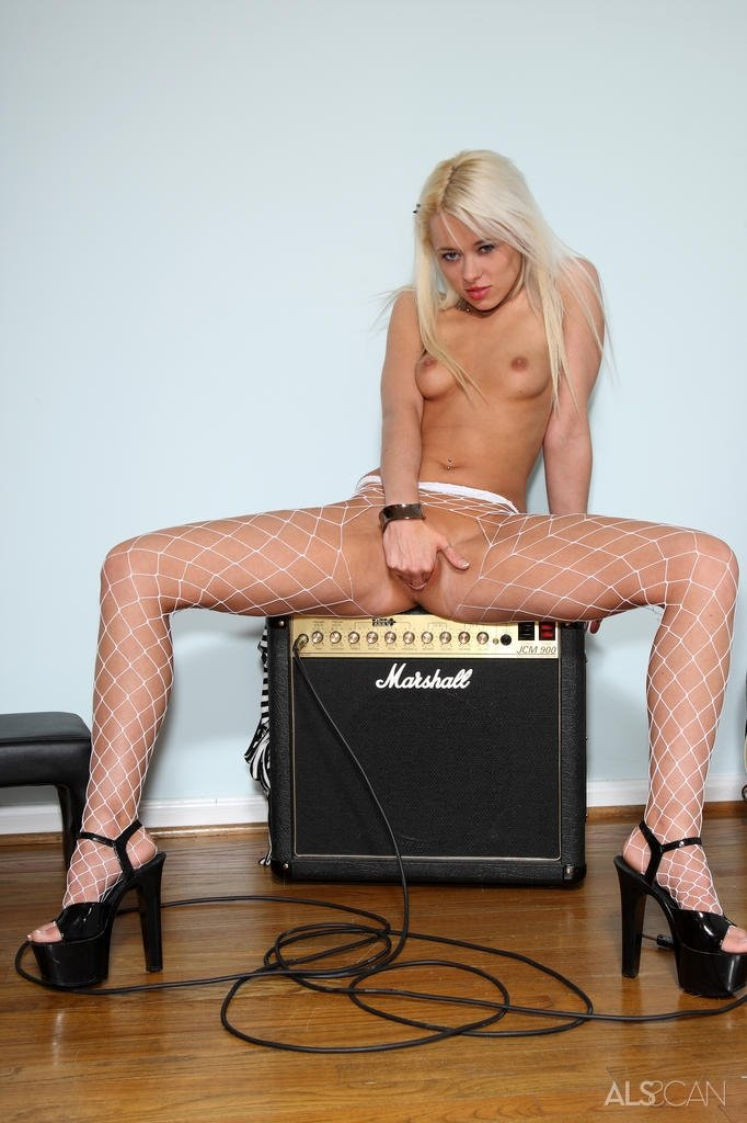 Izzy sinclair in pantyhose #8