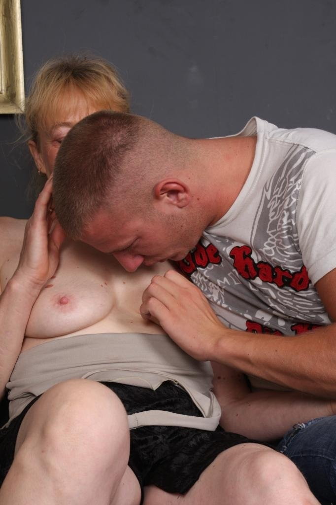 Anamials xxxnx Mom and son fuck dad in home