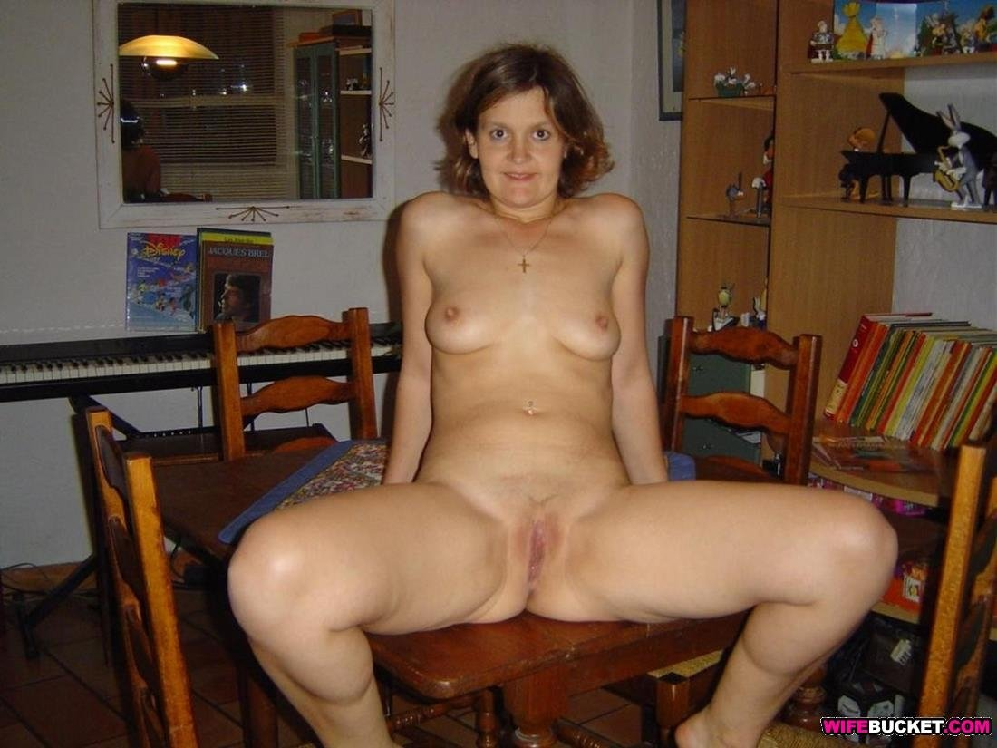 Extremly large breast Amateur first time milf