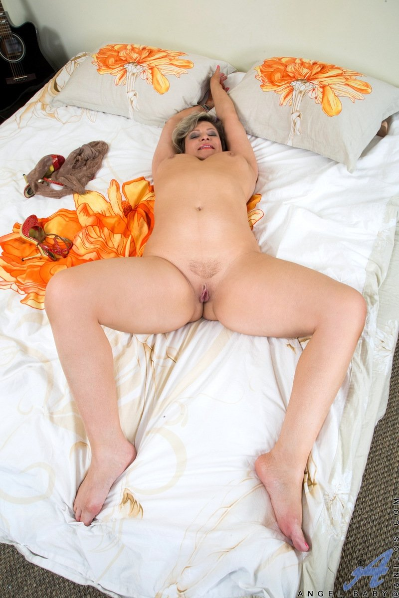 amatuer mature wife shared add photo