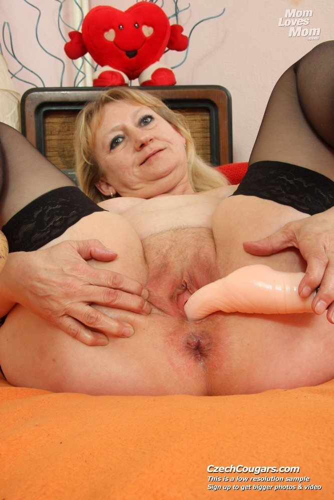 Amateur wife fist fucked by her h