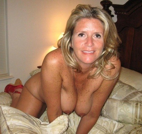 amateur-moms-gallery-emo-small-tits
