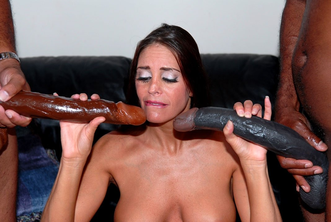 womens-fucking-with-extra-monster-dicks