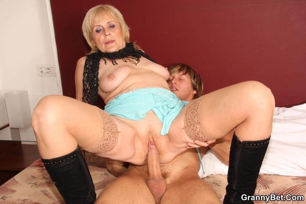 husband catches wife with dildo