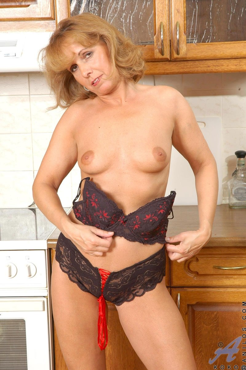 Mature natural huge tits #1