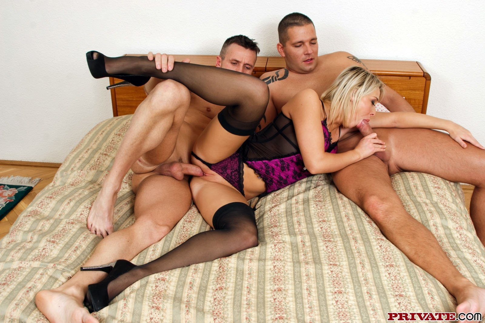 highheels threesomes