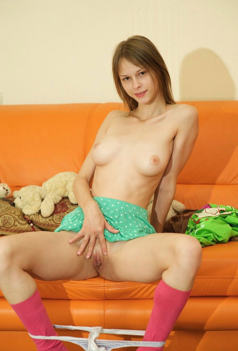 Mom nude in home