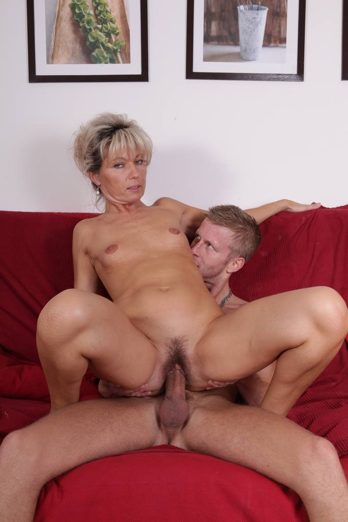 Wife hairy bush
