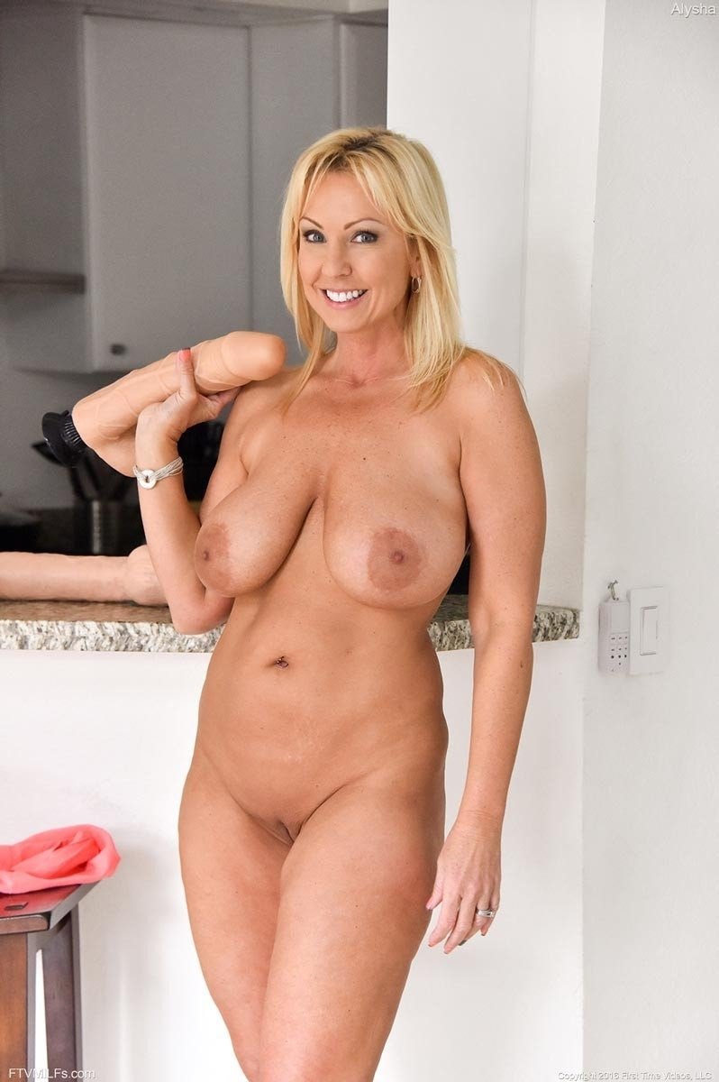 Naughty mom nudes — pic 9